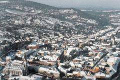 Kőszeg városa az Alpok nyúlványaival