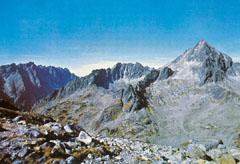 A Magas-Tátra sziklás ormai szinte az égbe nyúlnak