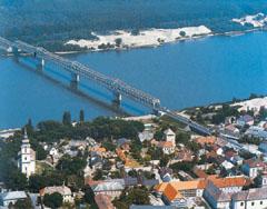 Az Alföldet köti össze a Dunántúllal a forgalmas dunaföldvári híd