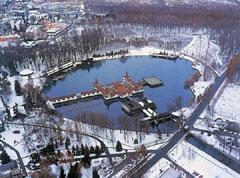 A hévízi gyógyfürdő télen is látogatott gyógy- és üdülőhely